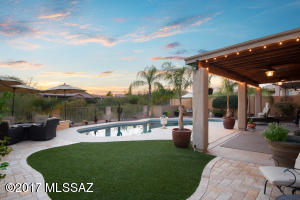 Turf yard and travertine paver patio
