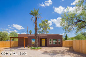 Welcome Home to this newly constructed home in Central Tucson