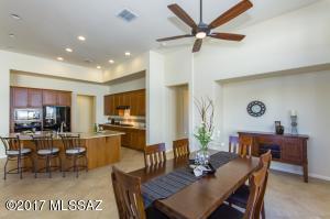 1821 E Coastland Drive, Green Valley, AZ 85614