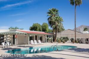 Community pool & Rec room