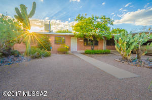 642 S Rosemont Avenue S, Tucson, AZ 85711