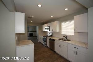 709 E Mcmillan Drive, Tucson, AZ 85719