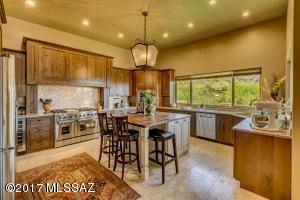 6100 N Hototo Place, Tucson, AZ 85750