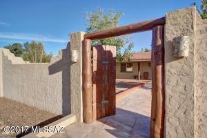 1810 N Curva Pasto, Green Valley, AZ 85614