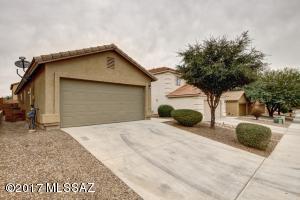682 W Amber Sun Drive, Green Valley, AZ 85614
