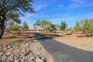 300 S Melpomene Way, Vail, AZ 85641