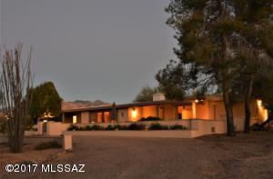 8040 N Della Robia Place, Tucson, AZ 85742
