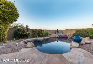Entertainer delight! Friends and family will enjoy this pool and spa.