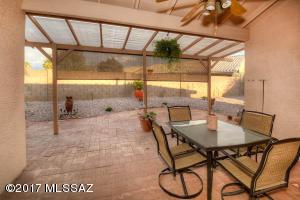 8904 N Willeta Drive, Tucson, AZ 85743