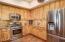 Kitchen/Gas Range/Microwave