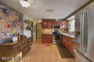 eat in kitchen with newer appliances