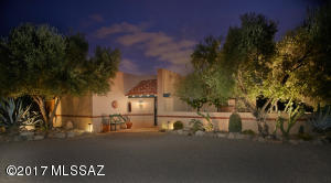 Located on a large, very private lot in the lower foothills close to shopping and U of A, this quality masonry stucco home was built by La Quinta Homes.