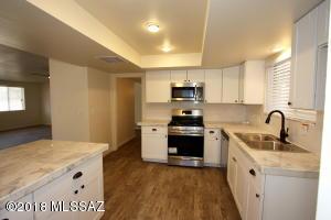 9041 E 31st Place, Tucson, AZ 85710