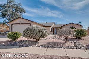 6824 N De Chelly Loop, Tucson, AZ 85741