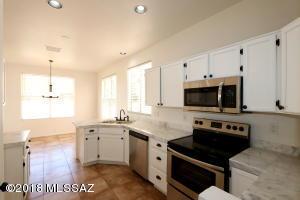 9845 N Sun Vista Place, Tucson, AZ 85742