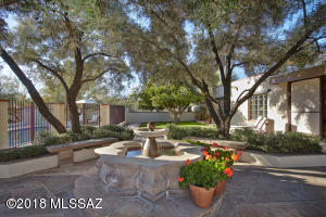 6625 N Casas Adobes Road, Tucson, AZ 85704