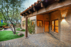 5570 E Paseo Bueno, Tucson, AZ 85750