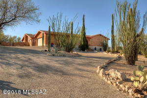 Long driveway to perched hilltop setting - VIEWS!