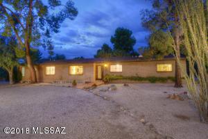 830 W Landoran Lane, Tucson, AZ 85737