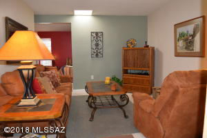 186 W Calle Del Ano, Green Valley, AZ 85614