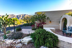 Hilltop unobstructed mountain views