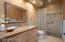 Full bath w/glass block shower