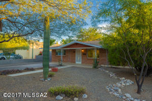 Wire cut red brick home in the heart of Broadmoor!