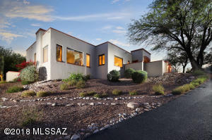 Wonderful masonry stucco home in sought after guard gated community.