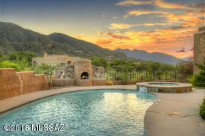 Float in your shimmering pool surrounded by the serenity of the Catalina mountains.