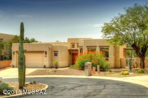 A beautiful home in a private cul-de-sac. Walk or golf ride in Ventana Canyon Country Club