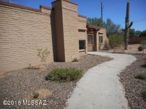 8000 N Placita Feliz, Tucson, AZ 85704