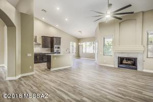 5200 N Via De La Lanza, Tucson, AZ 85750