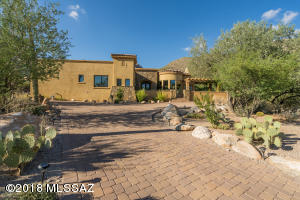 2560 E Calle Sin Controversia, Tucson, AZ 85718