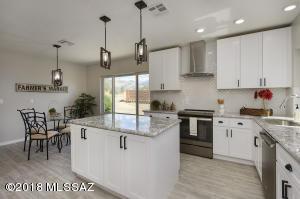 6431 N La Cañada Drive, Tucson, AZ 85704