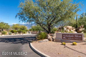 Located in the beautiful gated community of Hohokam Mesa, in Rancho Vistoso.