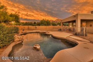 1030 W SADDLEHORN Drive, Oro Valley, AZ 85704