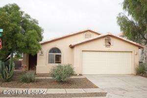 8876 N Willeta Drive, Tucson, AZ 85743