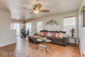 7110 W Hunnington Drive, Tucson, AZ 85743