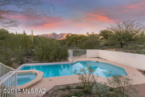Pool/Spa with negative edge-like feature, Finger Rock mountain view, very private