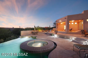 Stunning Soft Contemporary in the exclusive Pima Canyon Estates. One of Tucson's premier guard gated communities located at the base of the Catalina Foothills.