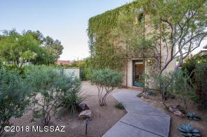 201 S Avenida Del Palo Fiero, Tucson, AZ 85745