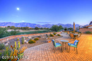 SUN CITY'S MOST SPECTACULAR HOME! YOUR HEW HOME SITS ABOVE THE GOLF COURSE AND IS ENROBED IN HUGE CATALINA MOUNTAIN VIEWS. THIS IS THE ONE!