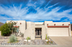 Beautiful Santa Fe style home in Canada Hills!
