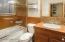 3rd bedroom's en suite bathroom