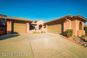 2034 W Cactus Run Drive, Green Valley, AZ 85622