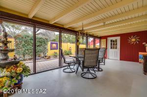 210 W Pinon Drive, Green Valley, AZ 85614