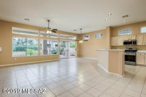 944 E Claridge Place, Oro Valley, AZ 85755