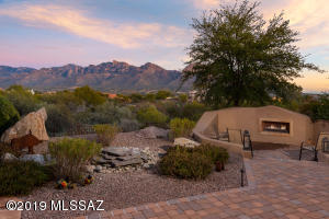 Expansive Catalina Mountain Views