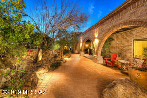 2500 W Magee Road, Tucson, AZ 85742