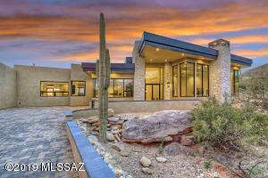 7211 N Secret Canyon Drive, Tucson, AZ 85718